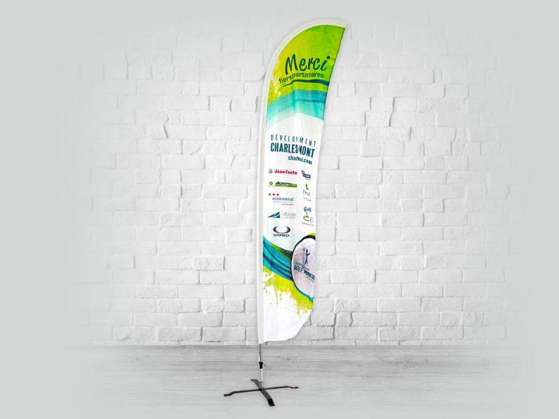 un superbe beach flag promotionnel en forme de feather