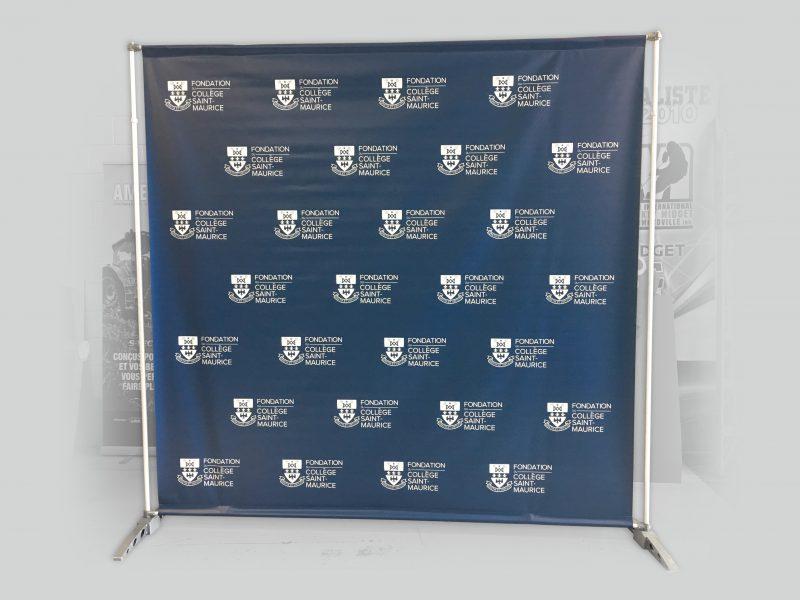 kiosque backwall d'un collège pour la prise de photo d'étudiants