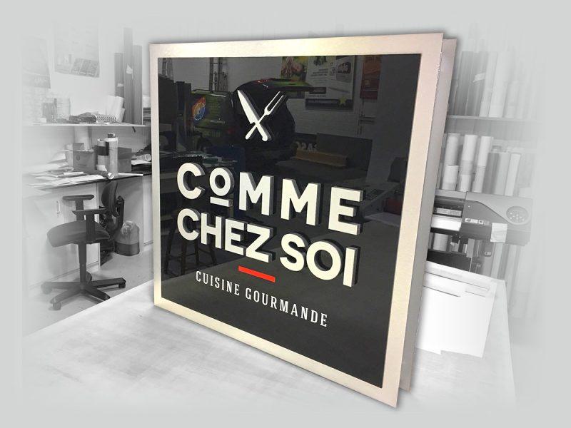 conception d'enseigne 3D suspendue de restaurant