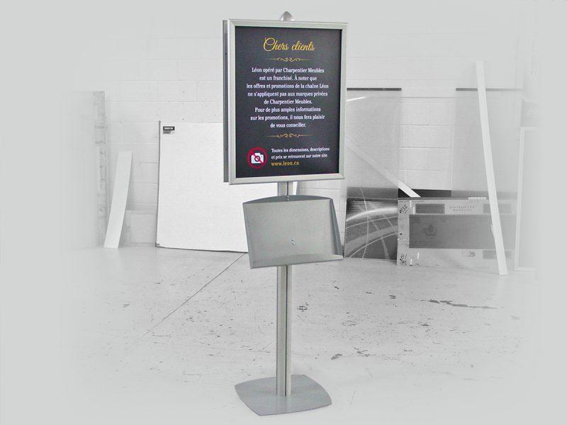 présentoir de métal permettant l'insertion d'affiche publicitaire