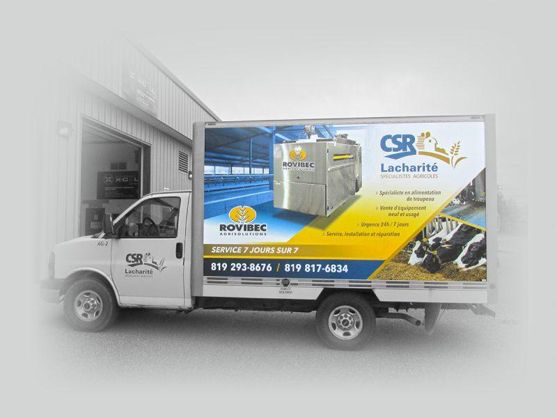 lettrage de camion-cube de livraison fait pour CSR Lacharité