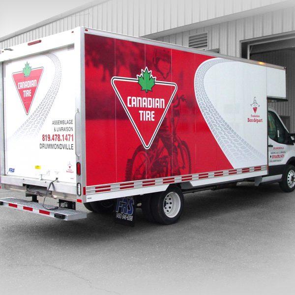 coté de lettrage de véhicule pour un camion-cube de magasin