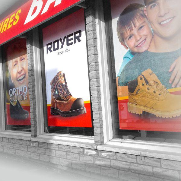 lettrage graphique de vitrine extérieure de magasin de chaussures