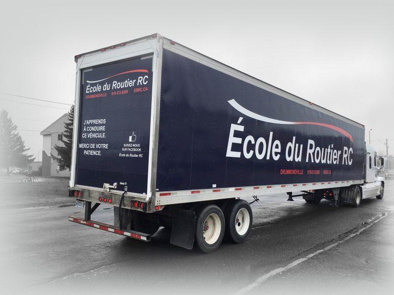 un lettrage de camion-remorque complet pour RTC