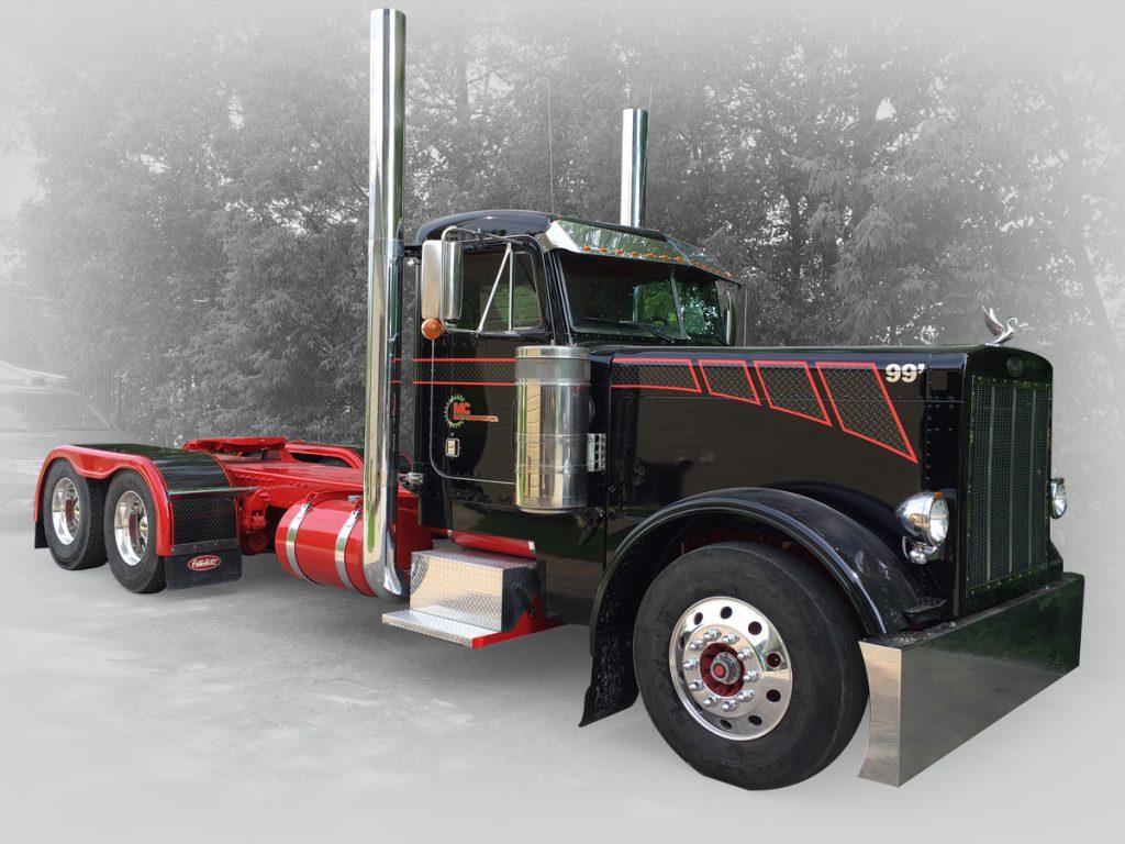 lettrage de type strip pour un camion de transport de couleur noir