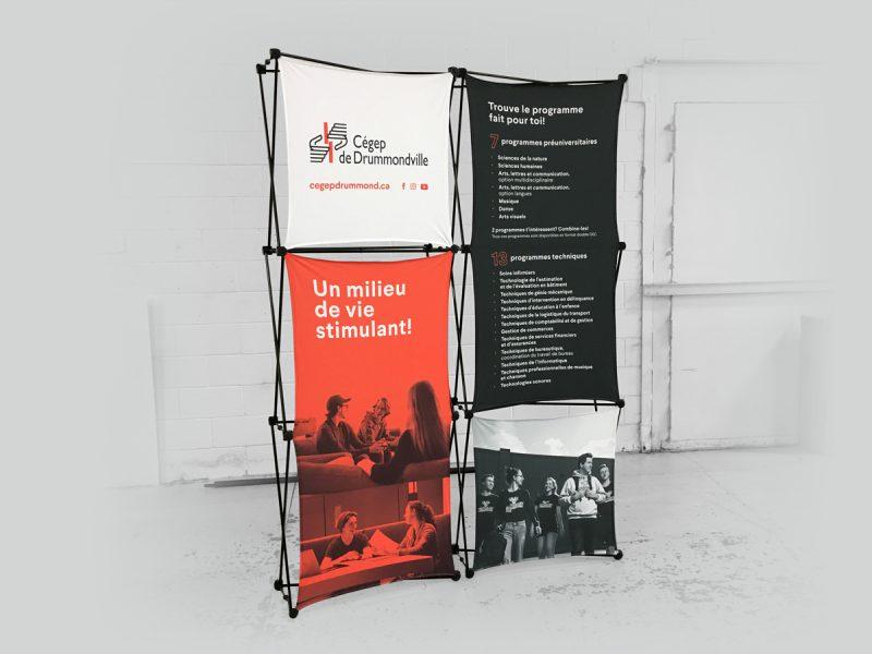 stand promotionnel réalisé grace a notre support à bannière portatif X-claim